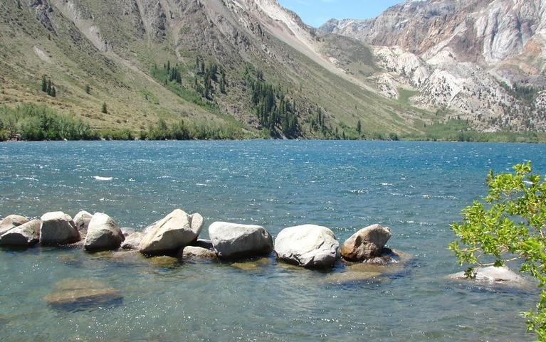 395-sights-convict-lake