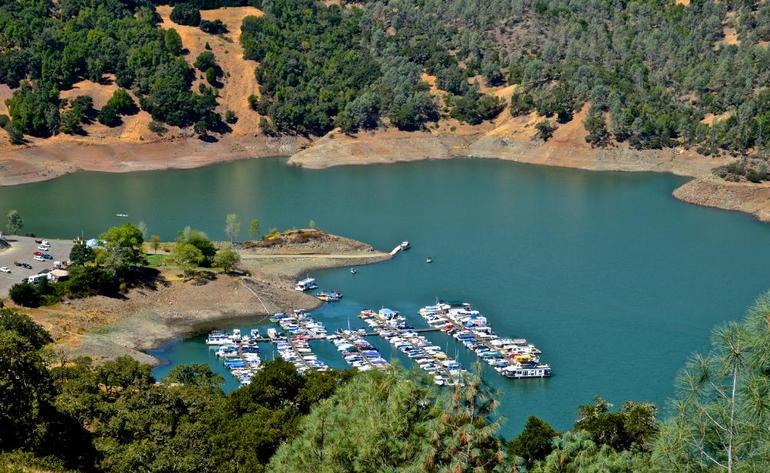 lake-sonoma-docks