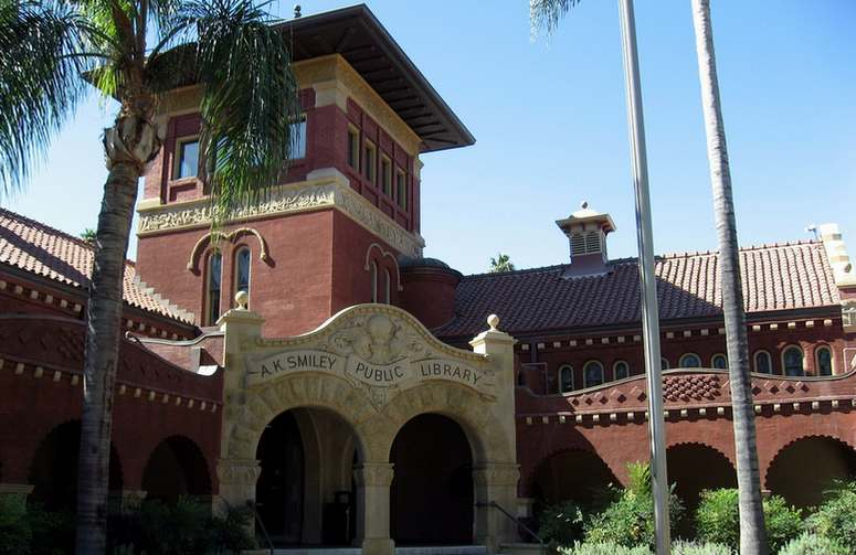 Smiley Public Library Redlands Ca