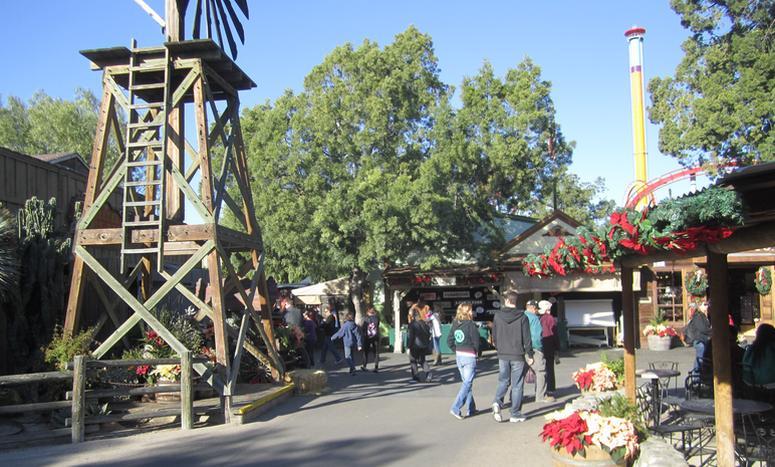 Knott's Berry Farm Crafts Village