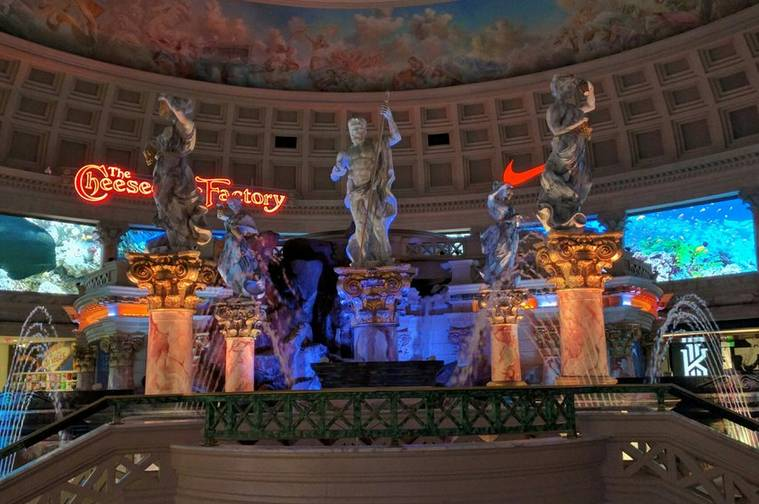 Fun free things to do in las vegas during the day for Fish store las vegas