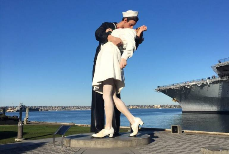 San Diego Kiss Statue