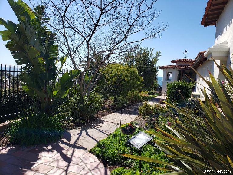 Casa Romantica Side Garden